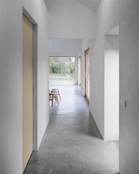 minimalistisch hout interieur minimalist interior design with concrete floors and