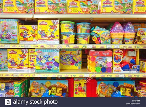 Play Store Toys Play Dough Packages At A Toys R Us Store In Toronto