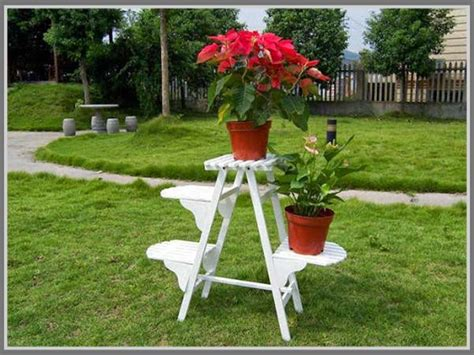 Rak Vas Bunga Dari Besi siasati halaman yang sempit dengan menempatkan pot tanaman di rak bertingkat