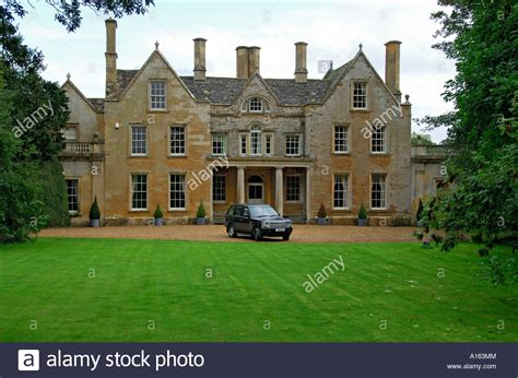 quot range rover in front of english country house stock photo
