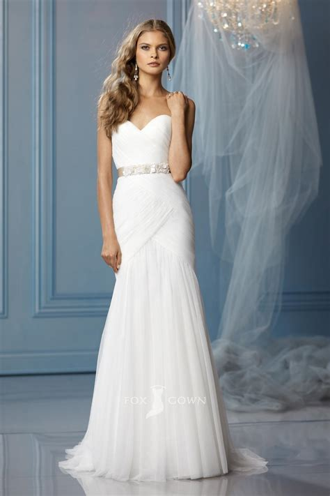 simple strapless wedding dress for simple but elegant
