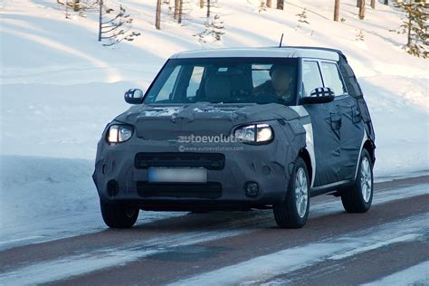 Kia Tiger Nose Spyshots Kia Soul Plays With New Tiger Nose In The Snow