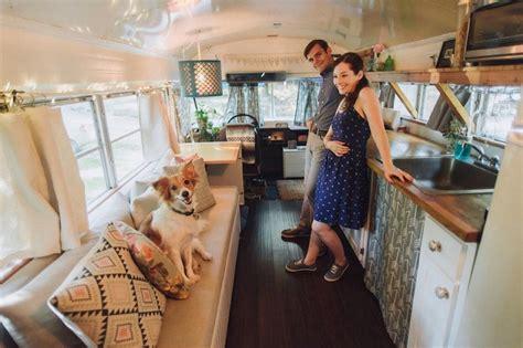 Free Tiny House Blueprints ils transforment un bus scolaire en une superbe maison