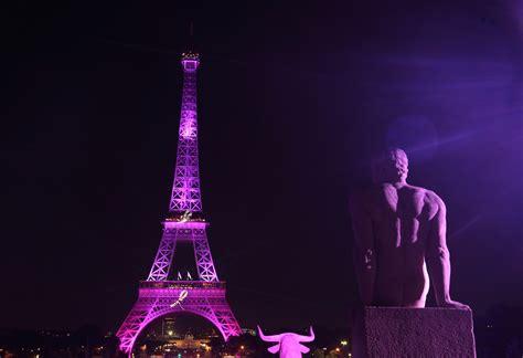 chi sono gli illuminati di oggi i monumenti illuminati di rosa contro il tumore al seno