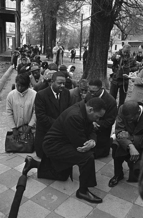 History Behind Photo of Martin Luther King, Kr. Kneeling
