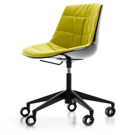 gestell auf rollen polsterstuhl flow chair mdf italia mit 5 rollen