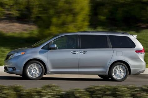 which car is better honda or toyota toyota odyssey rv 20r