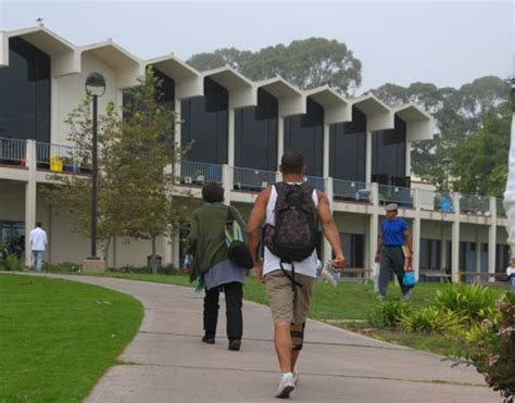 Mba Santa Barbara Business College by City College Pledges Two Free Years For S B Grads