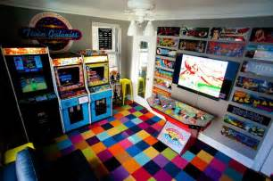 video game themed bedroom man turns bedroom into 1980s arcade loses fiance
