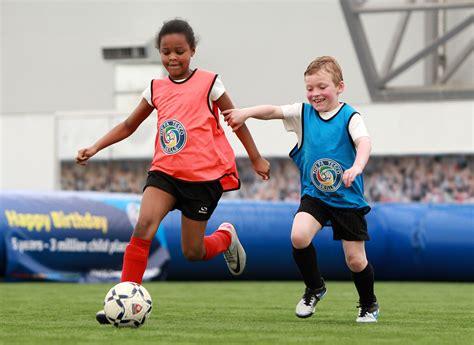 imagenes de niños jugando al futbol bal 243 n de futbol como reclamo publicitario blog gsr98