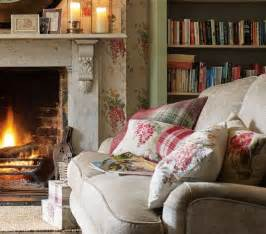 englische dekoration keeping warm by the open in a cottage living room