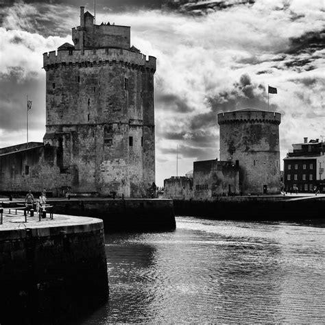 les deux tours du vieux port la rochelle photographie