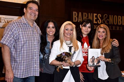 demi lovato and her family demi lovato s mom and sister rush to hospital after her