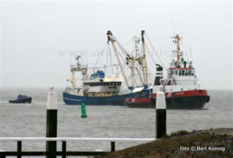 sleepboot bedrijven waterman sleept schroefloze uk 237 van eemshaven naar
