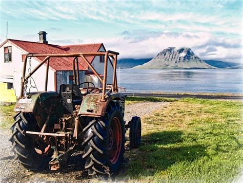 www tractor house com file tractor house and kirkjufell jpg wikimedia commons