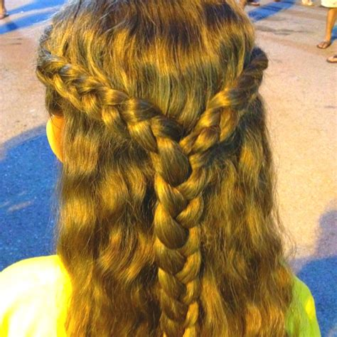 halo braid on forehed girls braid double parted halo braid combined into