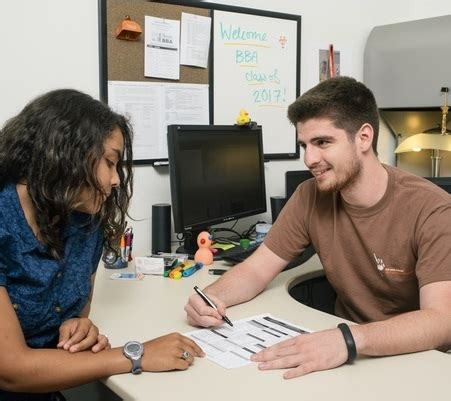 college advising academic advising bba mccombs business school
