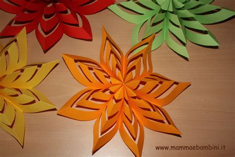 fiori di carta facili come realizzare decorazioni facili di carta mamma e bambini