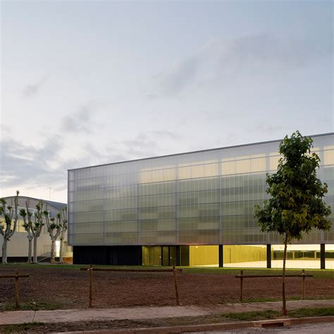 Wall Polycarbonate - seven buildings that feature walls of polycarbonate