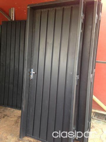 puerta metalica  marco de metal  tan solo