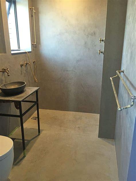 microcemento en las paredes del bano
