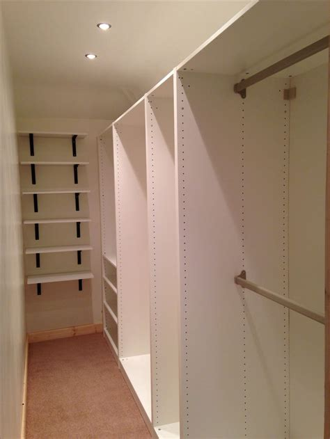 Walk In Wardrobe In Small Space by The 25 Best Ideas About Walk In Wardrobe On