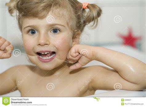 little bathtub little girl bath hot girls wallpaper