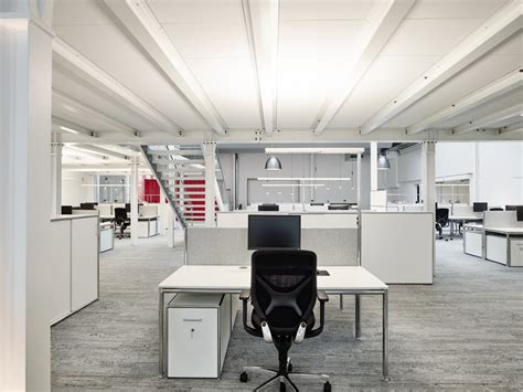 len hohe decken lagerhalle wird zur office landschaft office roxx