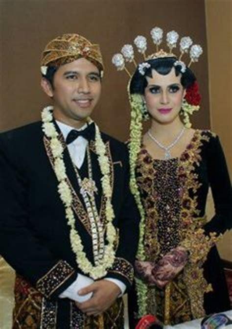 Foto Wedding Adat Jawa Modern by Pengantin Adat Jawa Tata Rias Busana Pengantin