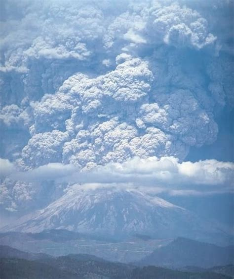 mount st helens other volcanoes picas mt saint helen s state park washington the volcano erupts