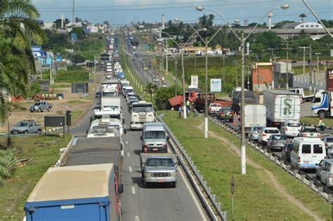 decorart feira de santana ba acidente entre carro e carreta causa congestionamento na