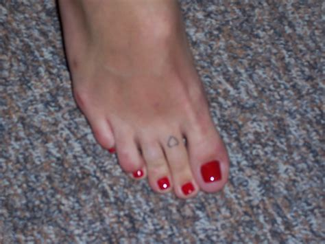 hollywood star feet mandy moore feet