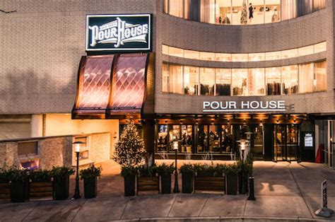 pour house chicago pour house oakbrook oak brook patio patio dining in chicago suburbs garden