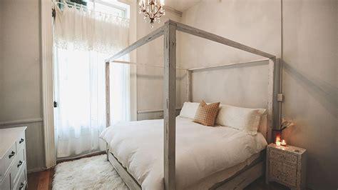 minimalist bedrooms      stylecaster
