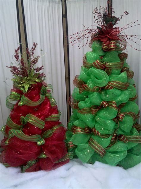 adding deco mesh last minute to xmas tree 56 best tomato cage crafts images on