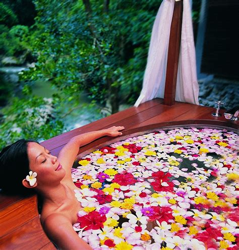 flower bathtub 45 maya ubud bali flower bath karmatrendz