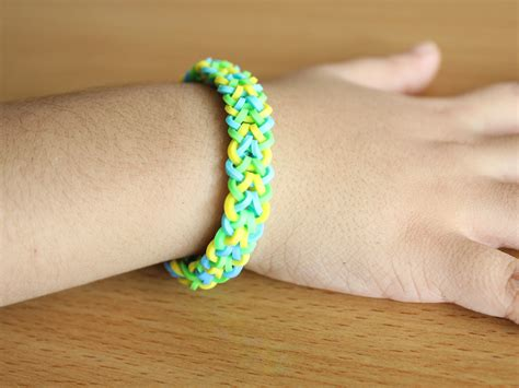 How to Make an Inverted Fishtail Bracelet from Rainbow Loom