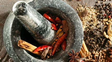 Grind Spices The Easy Way by How To Use A Mortar And Pestle 6 Tips To Grind Spices