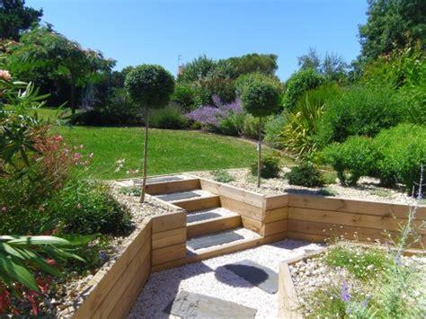 Incroyable Jardin En Pots Potager #2: escalier-bois-gravillon-palis-de-schiste-e1435305239939.jpg
