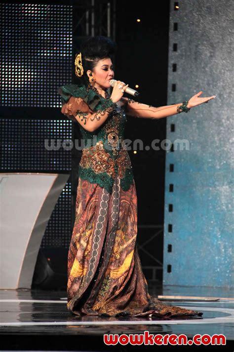 foto anugrah piala citra ffi 2011 foto 10 dari 23 foto syahrini di panggung anugrah piala citra ffi 2011