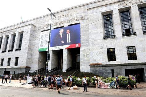 libreria statale ex cuem presidio a palazzo di giustizia il giorno foto