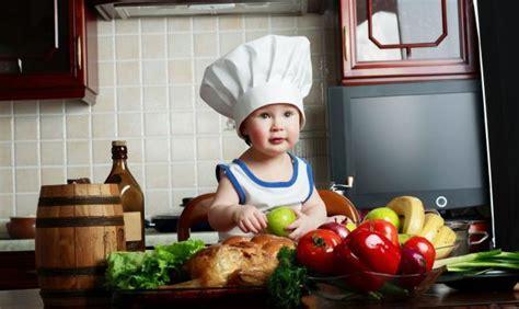 bimbi cucinano bambini se cucinano con i genitori mangiano meglio