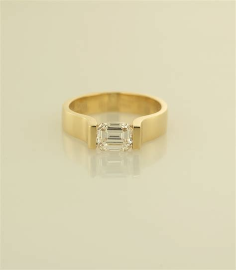 18kt yellow gold contemporary solitaire engagement ring