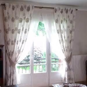 installation classique de voilages et doubles rideaux sur
