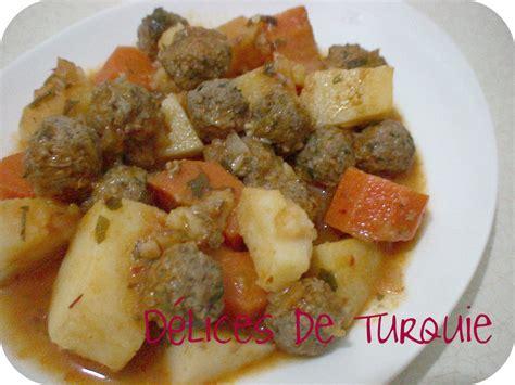 cuisine turque recettes avec photos boulettes de viande et pommes de terre en sauce