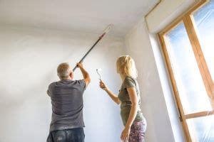 Decke Streichen Richtung by Decke Streichen Zimmerdecke Richtig Ausmalen Anleitung