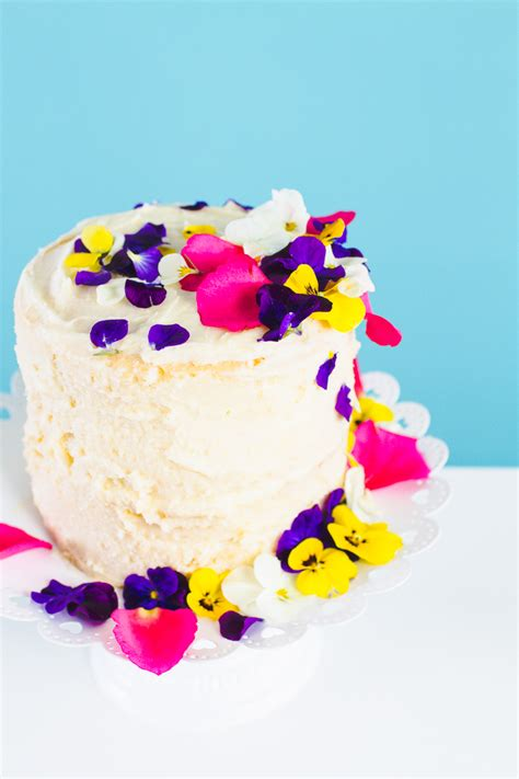 Diy Wedding Cake Flowers by How To Decorate A Cake With Edible Flowers Bespoke