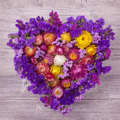 fiore a forma di cuore corona fiore a forma di cuore immagine stock