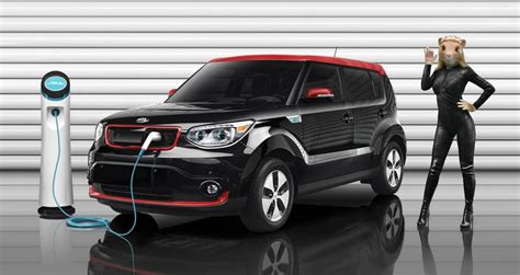 who is the in the new kia commercial kia soul ev gets hamsters commercial