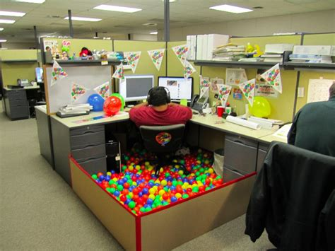17 Office Desk Pranks The Poke Office Prank Ideas Desk